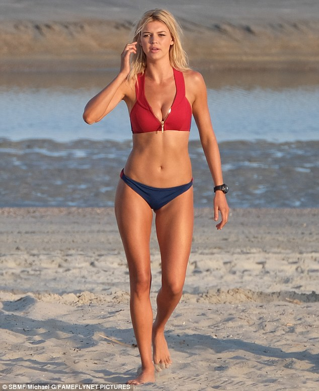 33ABA46B00000578-0-Kelly_Rohrbach_26_showed_off_her_enviable_figure_while_filming_o-m-35_1462069046903